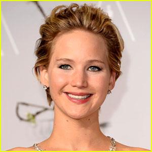 Jennifer Lawrence on Her Fear of Singing in Public!