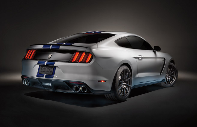 the 2015 ford mustang gt promises to revolutionize the american muscle. Black Bedroom Furniture Sets. Home Design Ideas