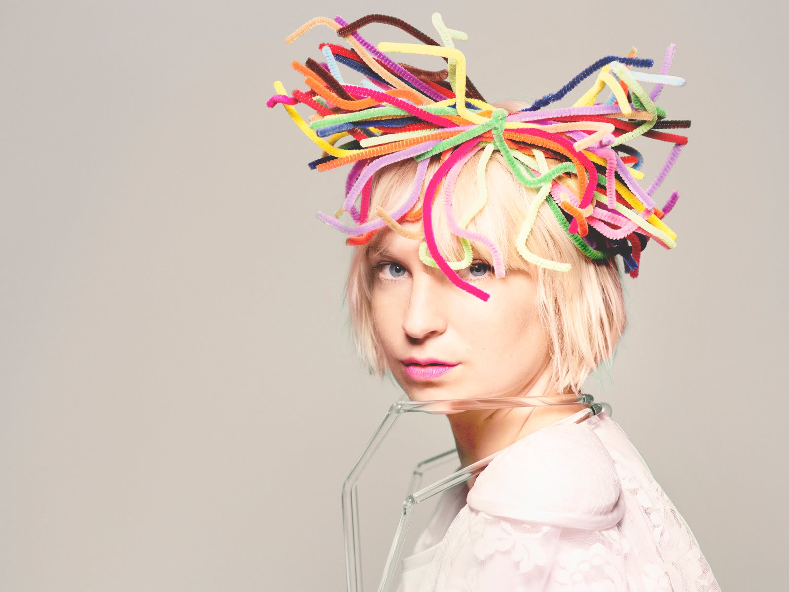 Sia Performs On Saturday Night Live Without Her Face Showing Master Herald