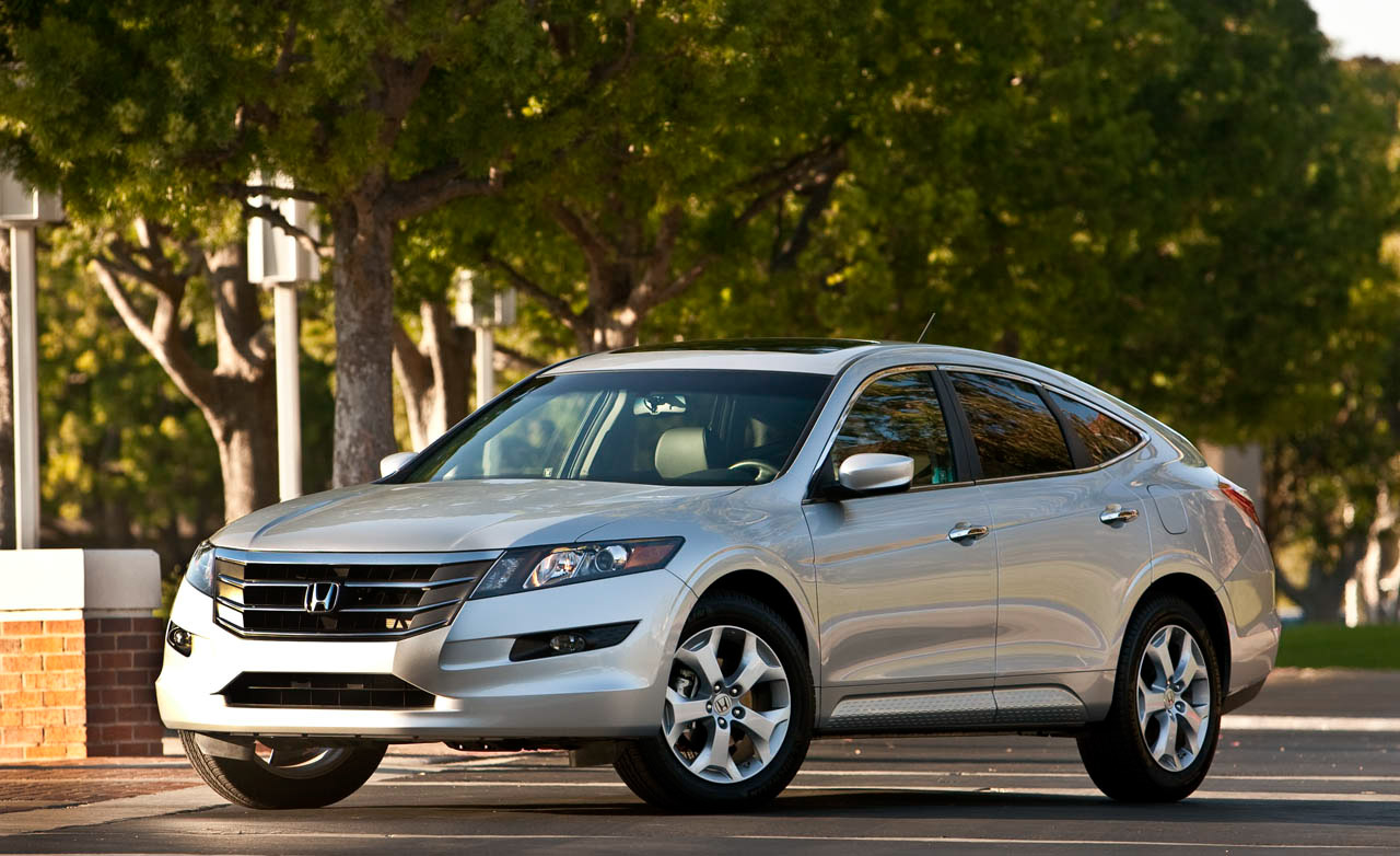 The 2015 Honda Crosstour Takes Crossover Vehicle Driving