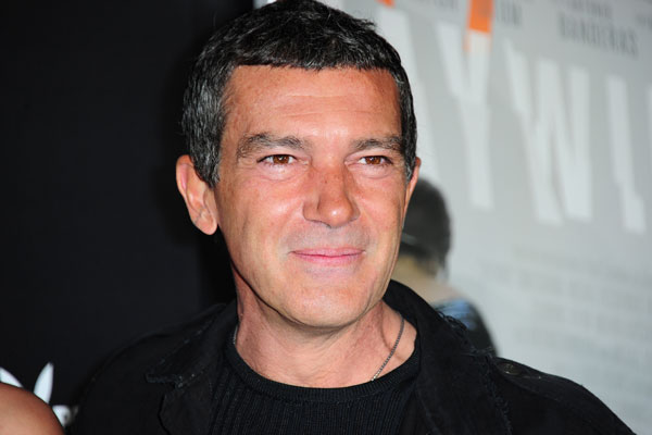 Antonio Banderas Hits The Streets With New Girlfriend! - Master Herald Antonio Banderas