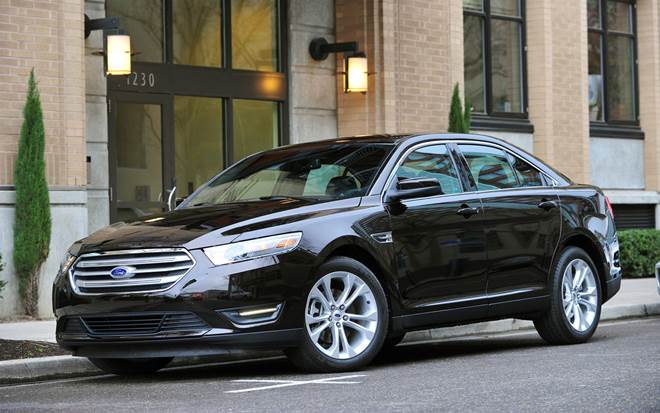 2015 Ford Taurus is a Dynamic and Powerful Luxury Sedan with Chiselled