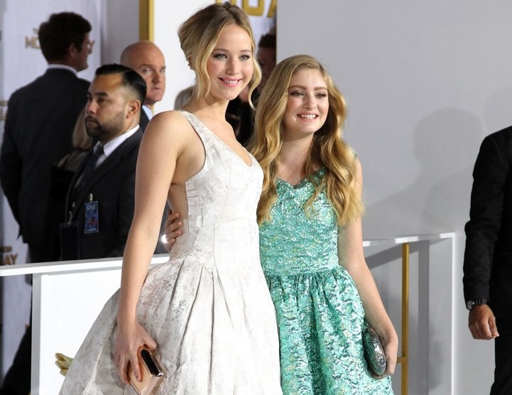 Photo of Willow Shields & her friend actress  Jennifer Lawrence - The Hunger Games