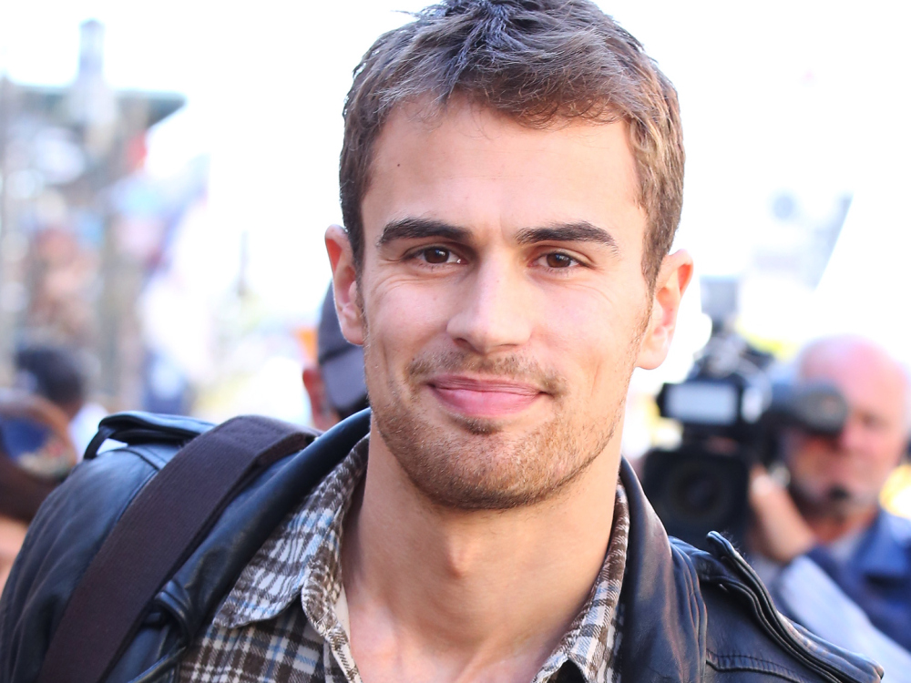 Theo James Believes that the Legend in Pacquiao Will Show up in His    Theo James