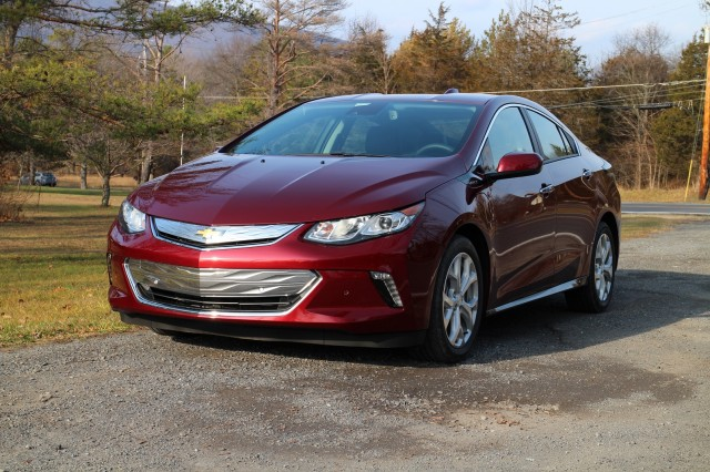 2017 Chevrolet Volt is a Handsome, Efficient, and Comfortable Plug-In ...