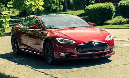 Tesla Model S Misses Top Score in Front Crash Test in IIHS, BMW I3 Falls Short Too