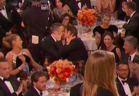 Andrew Garfield Explains Show-Stealing Smooch with Ryan Reynolds during the 2017 Golden Globe Awards!
