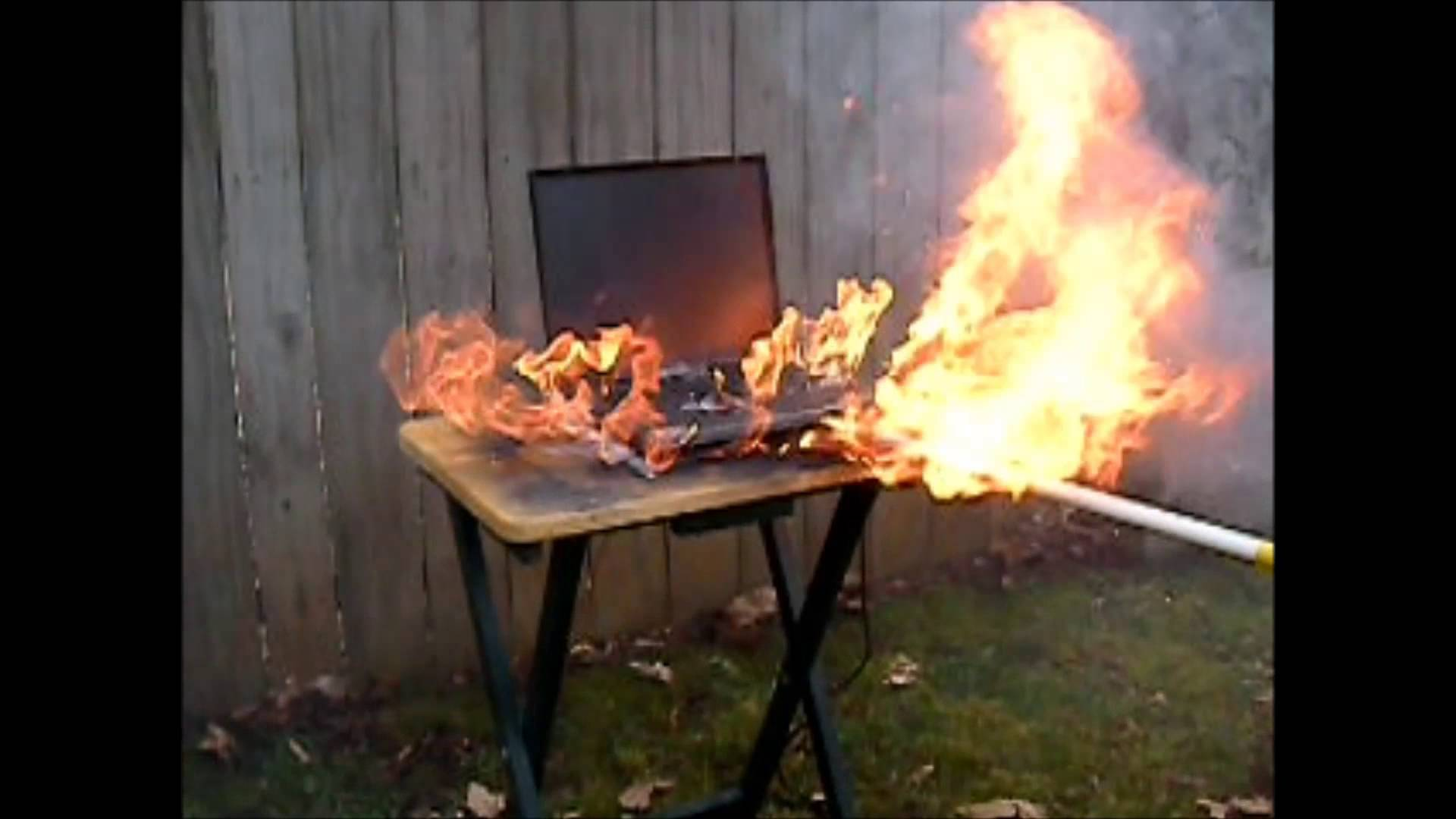 Dell Inspiron Laptop Explodes, Bursts into Flames, and Explodes Again; Analysts Point to Device's Lithium Ion Battery as Culprit!