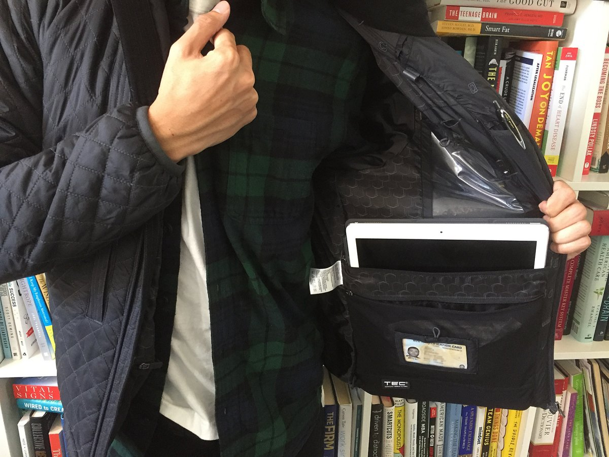 ScotteVest OTG Jacket Allows Users to Carry All Kinds of Technology Even Without a Bag!