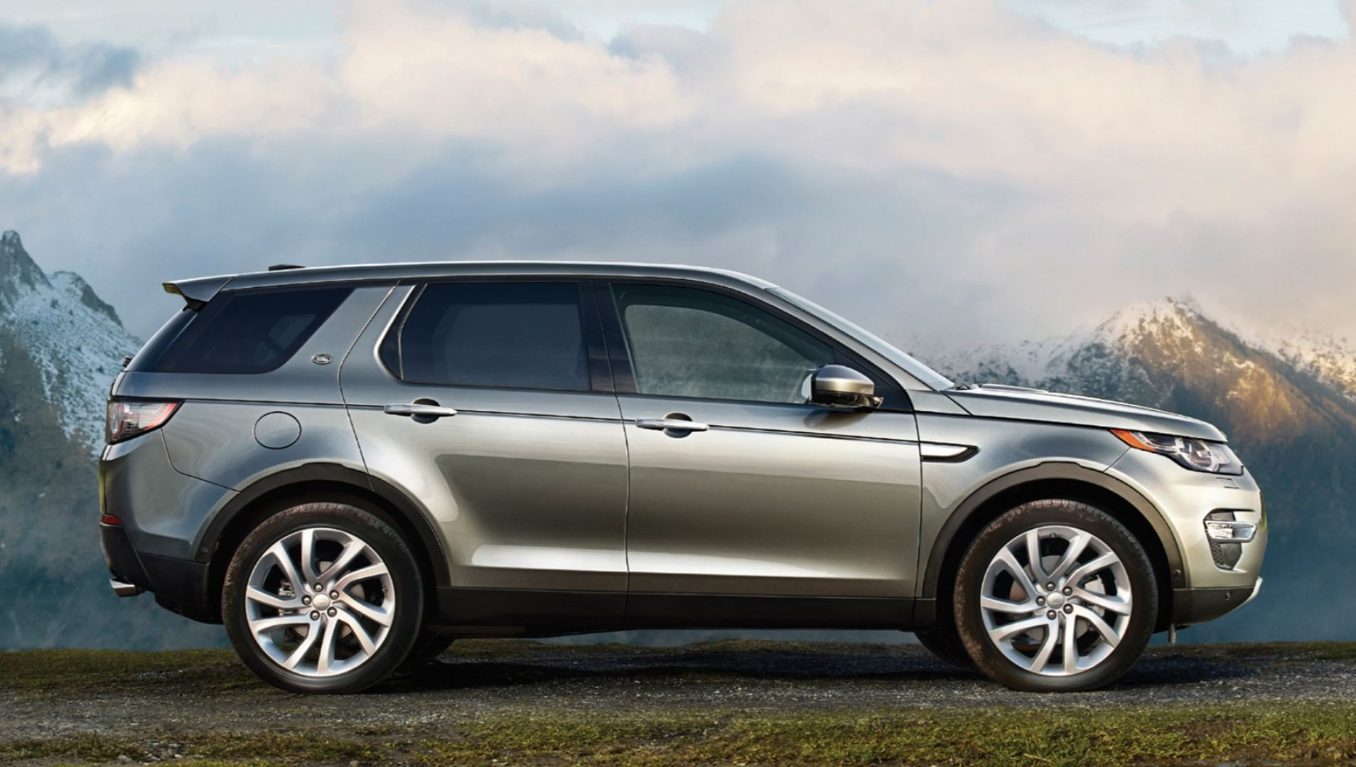 Land Rover Discovery Sport Has Room For 7 Adults: Reports ...